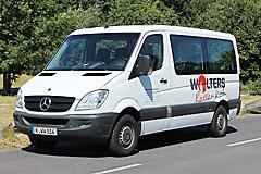 Reisebus mit Rollstuhl-Hebebühne